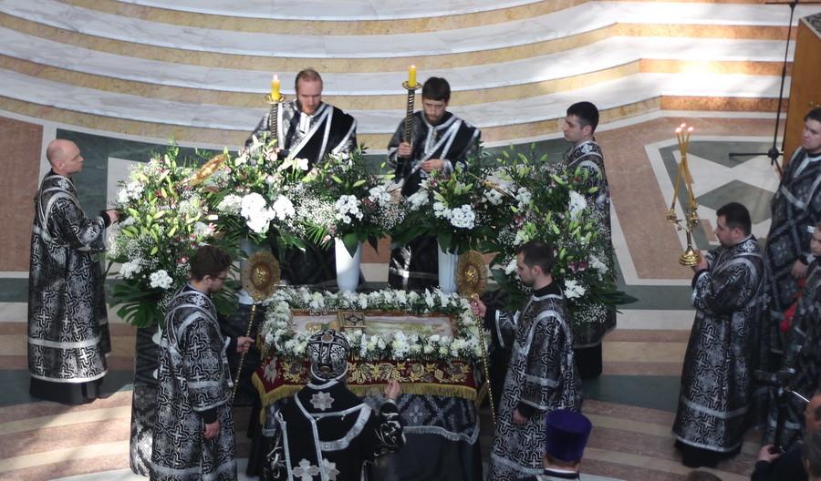 Епископ Серафим совершил Чин погребения плащаницы