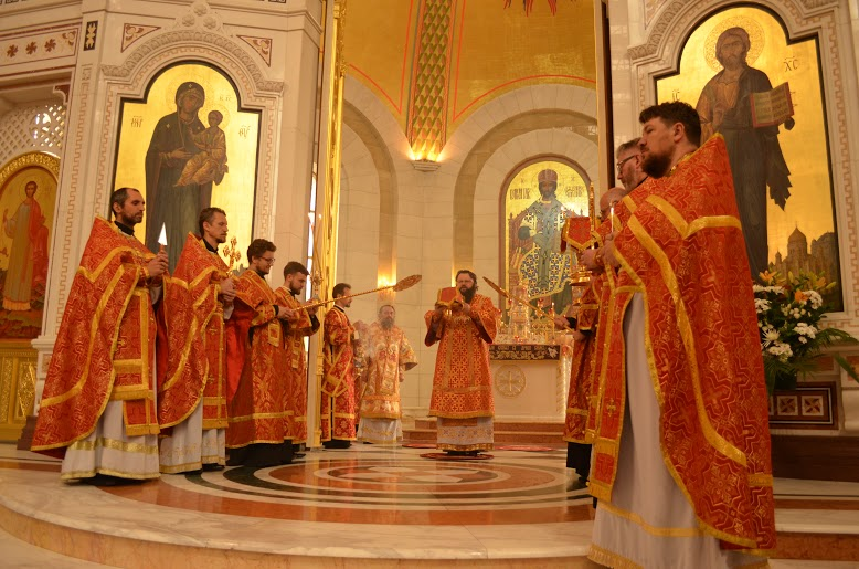 Митрополит Смоленский и Рославльский Исидор и епископ Балтийский Серафим совершили Литургию