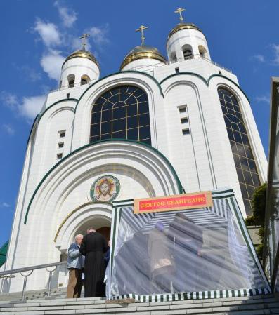 В Кафедральном соборе прошла акция «Святое Евангелие в каждый дом»