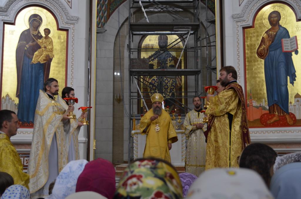 Архиепископ Серафим совершил Божественную Литургию и молебен перед началом учебного года