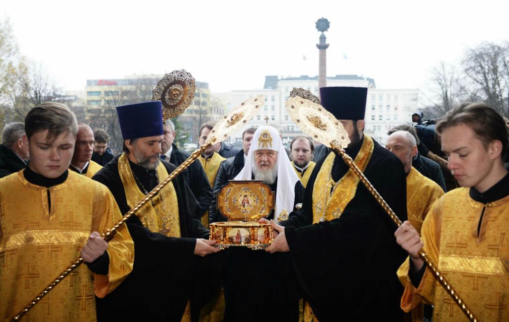 Святейший Патриарх Кирилл совершил молебен перед мощами свт. Луки (Войно-Ясенецкого) в соборе Христа Спасителя